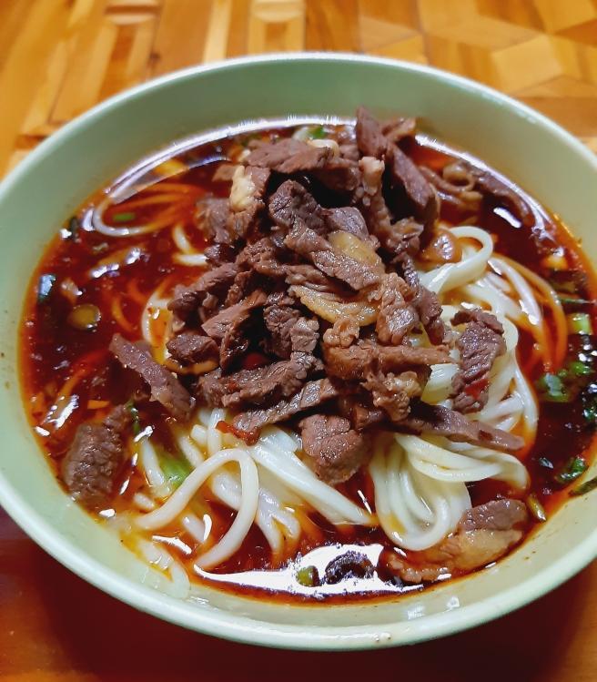 ヤク肉ののったピリ辛麺